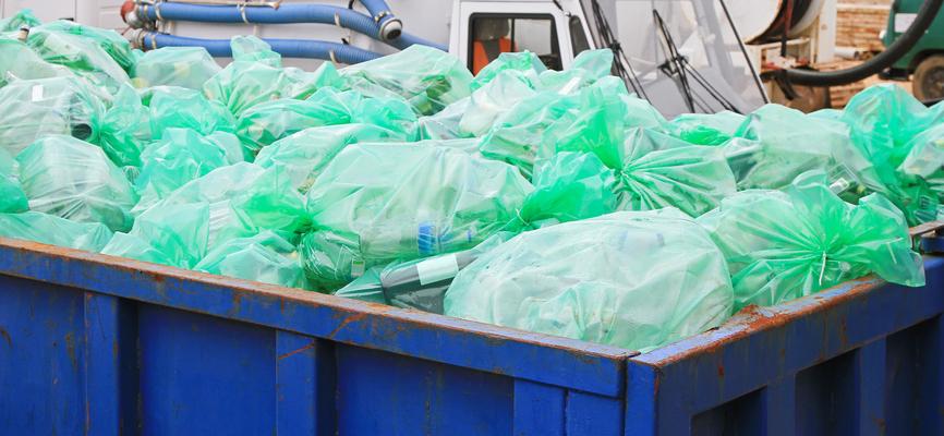 odpady w kontenerze gotowe do wywozu